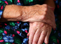 elderly-hands-hands-of-the-old-woman_4ysnyyzse__f0000
